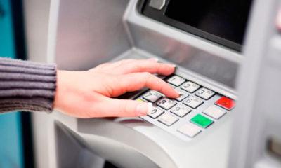 ¿Cómo depositar dinero en un cajero automático?