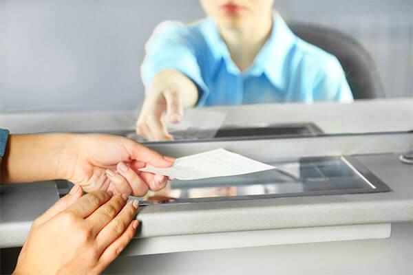¿Cómo depositar un cheque cruzado?