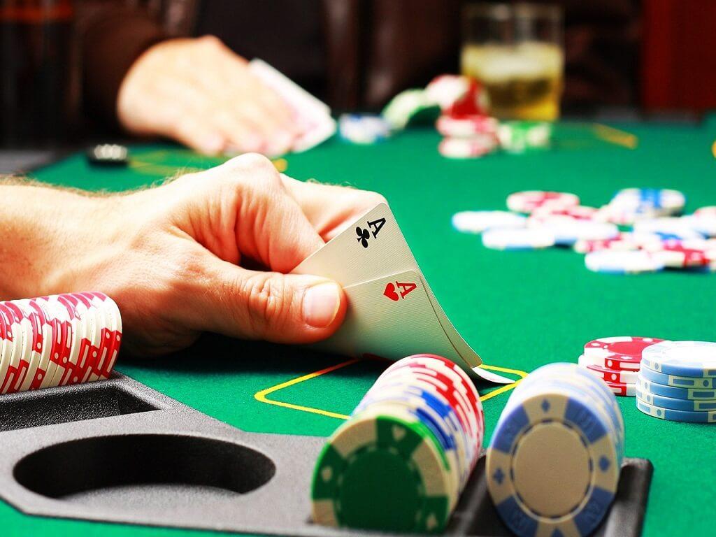 ¿Cómo jugar al póker con Neteller?